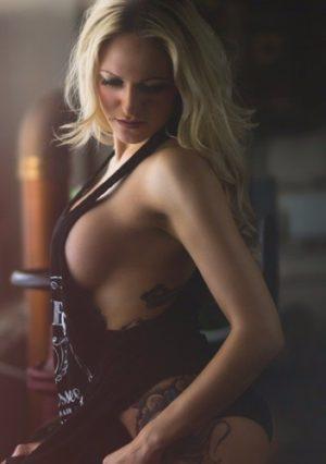 blonde striptänzerin